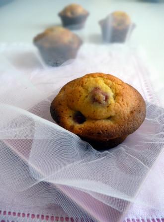whitechoc_muffins_cerries