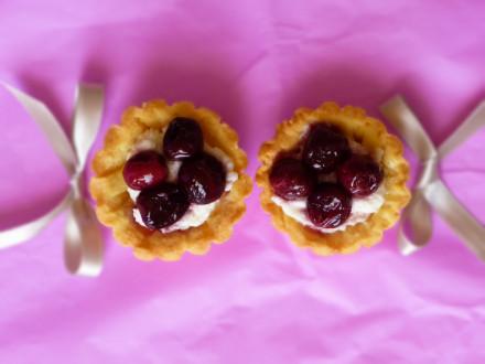 cestini di ricotta e ciliegie