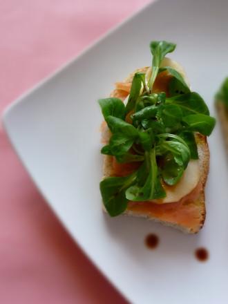crostini-al-salmone-e-pera