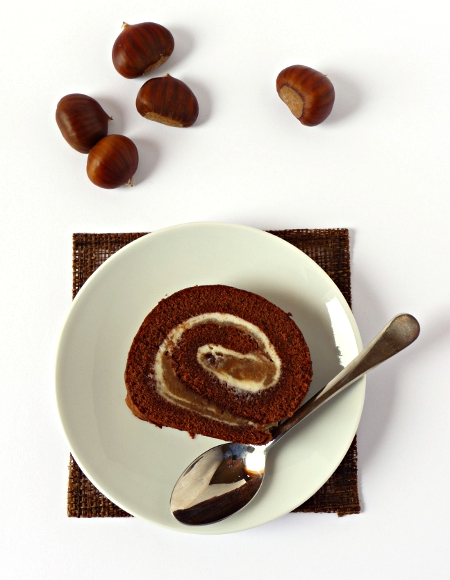 cocoa roll with chestnut and ricotta cream